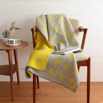 普通のウールより軽くて温かなラムウールを使用。ECOウールなので赤ちゃんや小さなお子様でも安心して使えます。ウールは暑さからも守ってくれる素材なので、夏から秋への変わり目に取り入れるのもおすすめ◎!