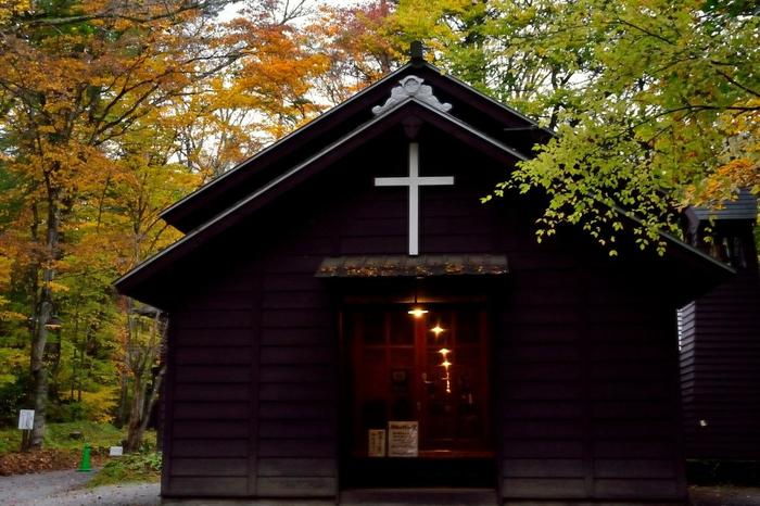 日本聖公会に所属しており、カンタベリー大聖堂を母教会とする、英国国教会の結婚式を挙げることができます。週末に訪れると扉の前で仲間から祝福されている新郎新婦に出くわし、こちらまで幸せな気分になれるかも。