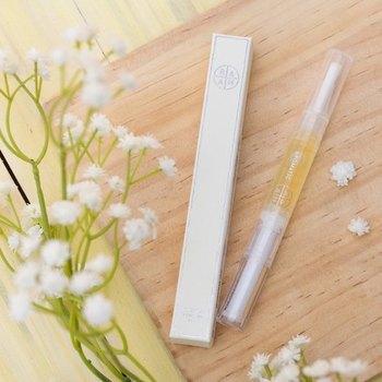 ■BLUE Lotus Cuticle oil.  携帯用にも使いやすい、ペンタイプのキューティクルオイル。さっと塗るだけで甘皮ケアができちゃうので、ささくれが多くなる季節にポーチに忍ばせておいても◎