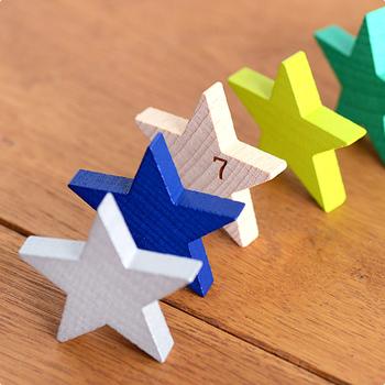 並べてドミノにして遊べば、カラフルな星がパタパタと倒れていく様子がまるで流れ星のよう♪