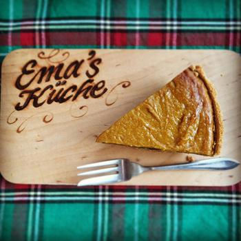 パンプキンパイは、11月のアメリカ・カナダの祝日「サンクスギビング(感謝祭)」に定番のメニューなのだとか。パイ生地にかぼちゃのペーストを流して焼き上げる濃厚なスイーツ。