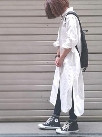 ロングのシャツワンピにスキニーを合わせて、スキニーはレギンス代わりに♪おしゃれ感もUPするし、素敵な組み合わせです。