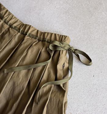 トラッドスタイルの定番『プリーツスカート』学生っぽくみえない「着こなしのコツ」って?