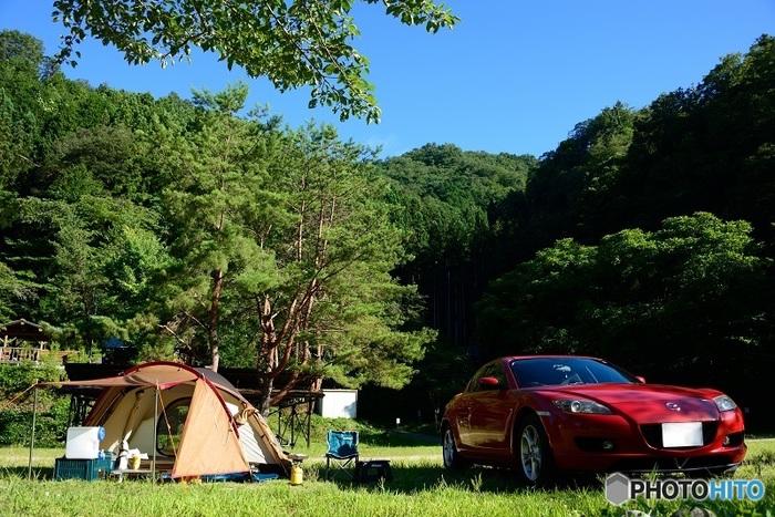 テントを設置する場所のすぐ横に車を乗り入れることのできる「オートサイト」は、荷物の出し入れなども簡単♪初心者さんに向いているサイトと言えます。