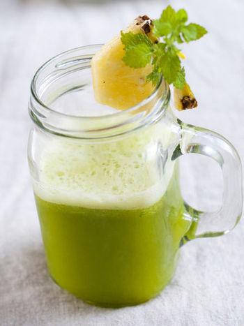 レモンのような爽やかな香りが楽しめるハーブです。肉料理やデザート、ドリンクなど幅広い料理の香りづけに利用できます、消化を助ける効果もありますよ。