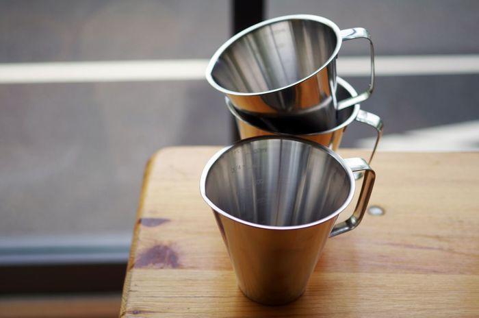 お料理で使う計量カップは、お菓子作りにも大活躍します。ステンレス製や耐熱ガラスの計量カップならチョコレートを湯煎するときなどにも使えるのでおすすめです。