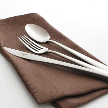口あたりなめらか、手にしっくりなじむ。食卓を彩る〈素敵なカトラリー〉をそろえましょ