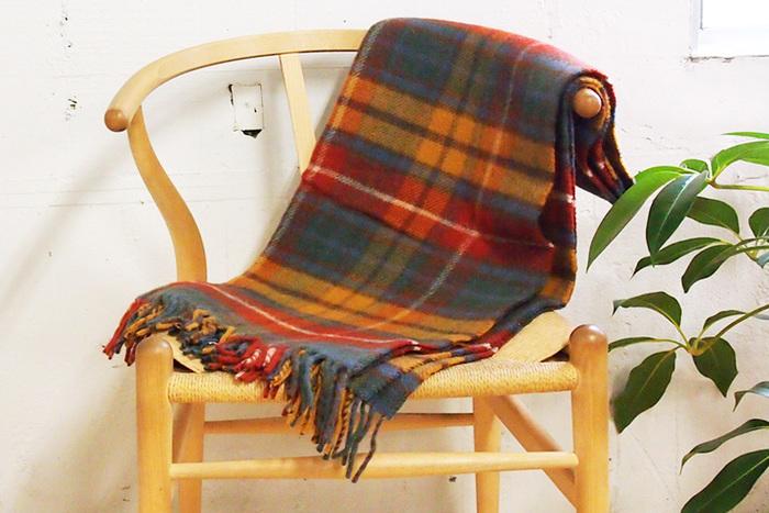 ■TWEEDMILL(ツイードミル) アンティークブキャナン  イギリスのウール専門ブランド「TWEEDMILL」のブランケットはピュアウール100%のこだわり素材が魅力です。マスタードやネイビーのチェックが秋にぴったりなデザイン。だんだんと肌寒くなる秋の夜にぜひ。