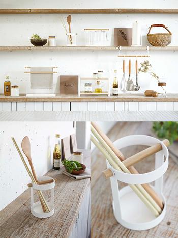 デザイン性が高いので、棚に設置すれば見せる収納に早変わり♪家族みんなのお箸を入れて、そのまま食卓に運べば便利ですね◎