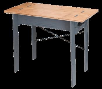 わずか45mmの厚さに収まり、持ち運びも便利なWORK TABLE。使用しない時はコンパクトに収納が可能です。