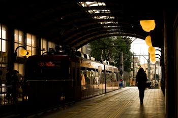 世田谷線は、ほぼ全ての列車が三軒茶屋 - 下高井戸間の全区間を通し、各駅停車で運行している電車です。 ※画像は三軒茶屋駅