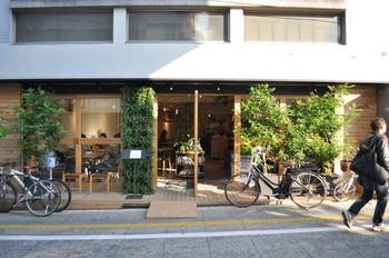 松陰神社にお参りした後、松陰神社通りを駅に向かって下りていくと、こちらのカフェレストランが見えてきます。