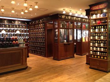 世界的紅茶ブランド「MARIAGE FRÈRES(マリアージュフレール)」は、17世紀にフランスで生まれた老舗。35カ国から仕入れた500種類以上の紅茶を提供しています。