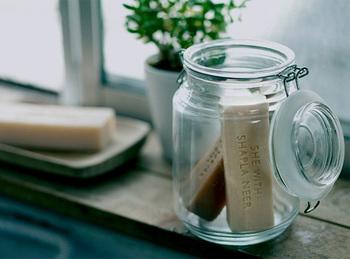 ■シーピュータン ボディソープ  しっとりと洗い上げてくれる、肌に優しいボディソープ。オーガニック栽培のレモングラスの爽やかな香りで、疲れた日もすっきりとした気分に♪