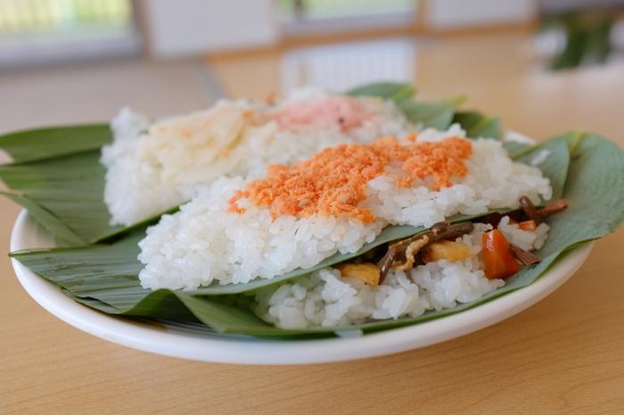 笹の葉の枚数によって、1枚、2枚…笹寿司の数え方です。