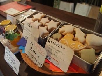 ちらは、浅草と東麻布にお店を構える「菓子工房ルスルス」のクッキー缶です。銀座松屋でも販売されています。
