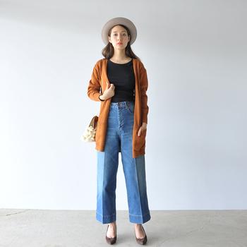 一枚で着ても様になりますが、秋が深まってきたらカーディガンやジャケットを羽織ればOK。デニムにINしてウエストマークしつつ、ロングカーディガンでバランス良くまとめたコーデは真似しやすくておすすめです。