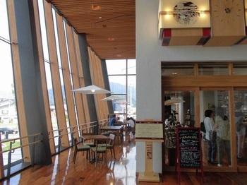 北陸新幹線・飯山駅の開業に伴ってオープンした駅ナカのカフェ「パノラマテラス 。