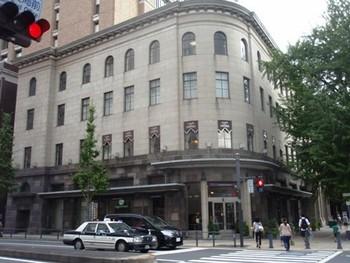 神奈川県庁の近く、横浜情報文化センタービルの2Fにある『カフェドゥラプレス』。