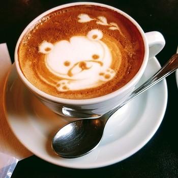 時には可愛らしいラテアートと出会えるかもしれません♪クラシックで落ち着いた空間をお好みの方におすすめしたいカフェです。