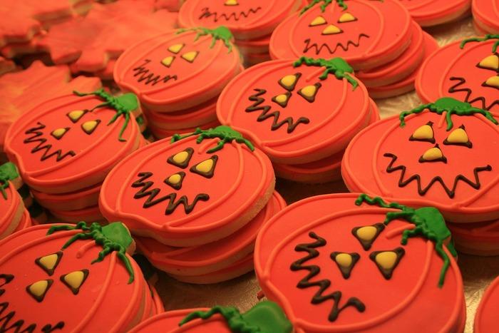 子どもと一緒につくっても楽しいクッキーは、たくさんつくっておすそ分け。アイシングクッキーをやってみたい、という方はぜひハロウィンのこの機会に挑戦してみましょう。