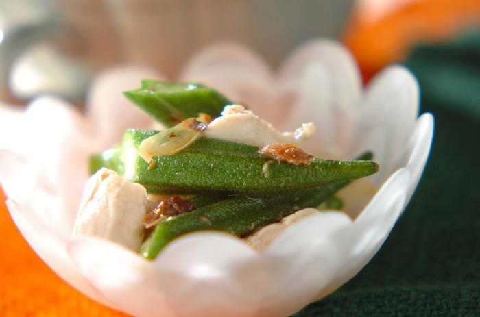 淡白なささ身もアンチョビを加えることでちょうどいい美味しさになります。