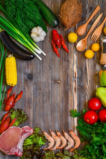 具材選びのコツは、低糖質・低脂質です。基本的に身近にある食材を使ってOKなのですが、タンパク質豊富な肉や魚、豆類であったり、野菜やキノコ、海藻類から食物繊維を摂れるように工夫してみてください。また糖質の多い砂糖などの調味料やイモ類は控えてくださいね。