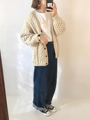 ざっくりモコモコに編まれたアランニットも古着であればお手頃な価格で購入できます。わざとメンズのアイテムを選んで、オーバーサイズで着ても可愛らしいですね。
