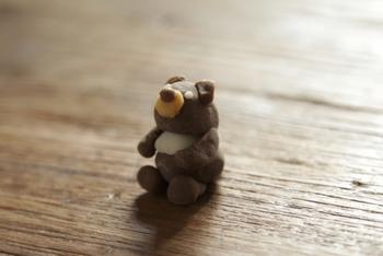 茶色は、子供が大好きな可愛い動物を作るのに最適です。画像のクマの他にも、他の色と組み合わせて様々な愛くるしい動物を親子で工夫しながら作ってみませんか?