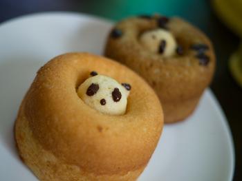 ふわふわのドーナツの穴からちょこんとのぞくパンダは最高にキュート!