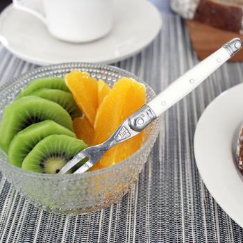 ジャンデュボのカクテルフォークは、ほどよい大きさがあり、フルーツやチーズ、チョコレートフォンデュなどにも◎カラーも、レッドやブルーなど5種類そろっていますので、お好みに応じてお気に入りの一品をチョイスしてくださいね♪