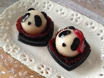 パンダの顔をしたあんこ玉、その名も「手づくりぱん玉」。中には滑らかなこしあんが入っており、あっさりとした甘さです。