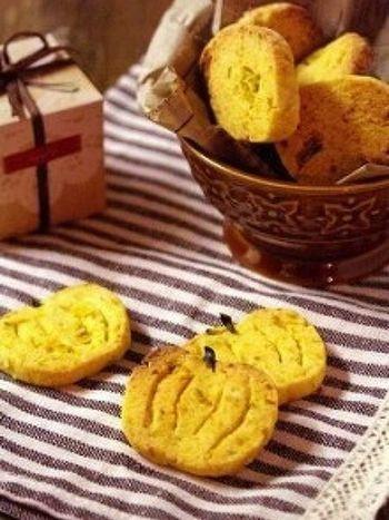 ハロウィンに欠かせない「かぼちゃ」を使った、見た目もかわいいクッキーです。オーブンがなくても、トーストで焼ける手軽さも魅力。ほんのり香るシナモンの香りが◎