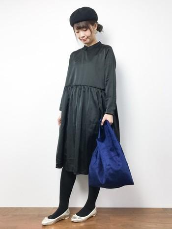 ベーシックな黒の長袖ワンピースもあると便利。1枚でコーデが決まって、パーティーはもちろん普段使いにもgood。