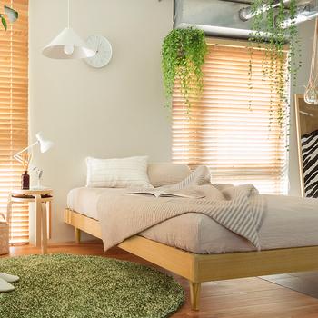 ベッドを置いた時の圧迫感が気になるという方には、ヘッドレスタイプがおすすめです。あえて収納スペースは持たず、ベッド周りはとにかくシンプルに。模様替えの際の移動も楽ちんです。