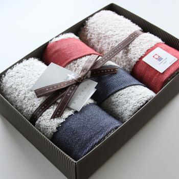 ◇ふわふわなバスタオル ちょこちょこと買い換えるバスタオルは、色や柄はてんでバラバラなことも多いもの。いろんなものを揃えたい時なので、きっと後回しになっているはず。素敵なグラスもいいけど、一番親友のことを分かっているからこそ上質なバスタオルを…♪