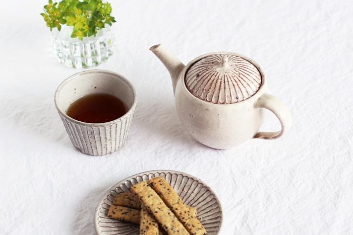 和食も洋食も、和菓子も洋菓子も、何にでも似合ってしまうから使いやすい。 山田雅子さんの器は日々の生活で重宝したい存在になること間違いなしです。