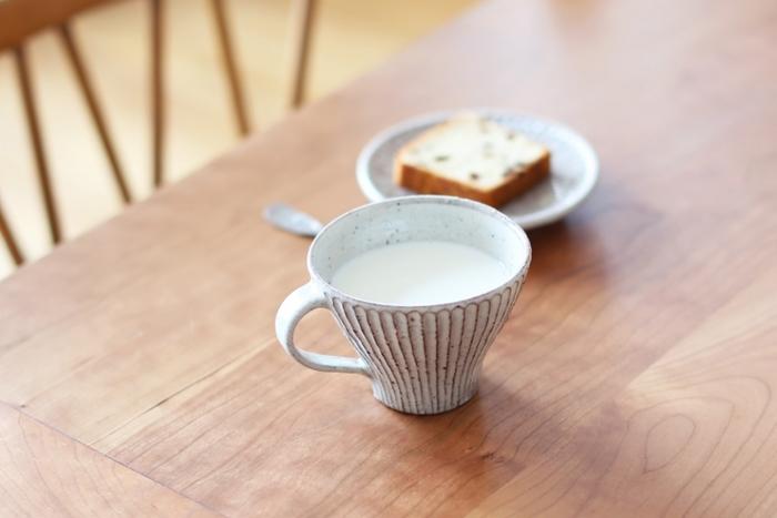 映画「しあわせのパン」の舞台となったカフェで使われていたのが、山田雅子さんの器たち。 映画の雰囲気になじむ風味ある器は様々なシーンで人気を集めています。