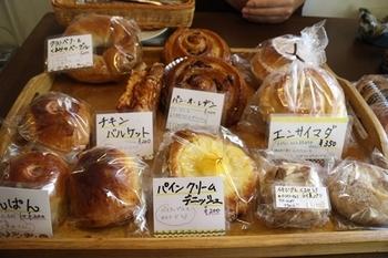 こちらのカフェでは、横浜市金沢区柴漁港前のベーカリー『BREMEN(ブレーメン)』から毎朝届く焼き立てパンが楽しめます。