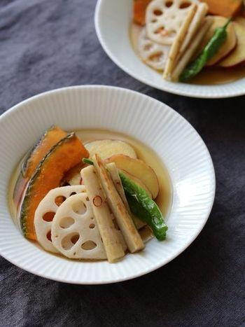 コロッケを揚げるついでに作れる、さまざまな秋野菜を使った揚げ浸しのレシピ。調味料はめんつゆだけでOKなので、簡単に作ることができますよ。