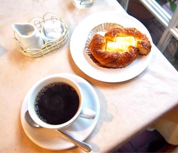 ペリー来航から始まった開港の歴史を感じつつ、パンと珈琲でゆったりとした時間を過ごしてみてはいかがですか?