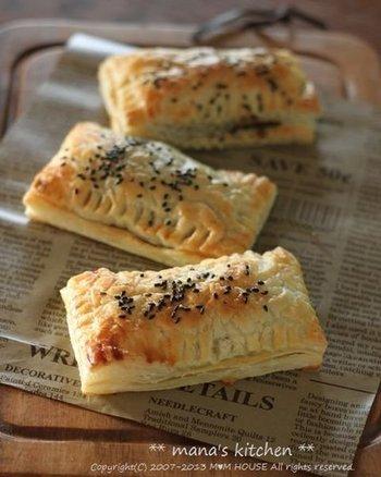 サクサク、ホクホク。見るからに美味しそうな栗つぶあんパイ。焼き色も綺麗ですね。茹でた栗に砂糖をまぶし、一度冷凍した栗を使用することで甘みもUP。冷凍パイシートを使っているのでお手軽に試せますよ。