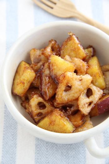 揚げ焼きにした秋野菜に、甘酢タレを絡めて。野菜は薄く切るので、フライパンで少ない油で調理できます。あと一品にはもちろん、お弁当のおかずにも。