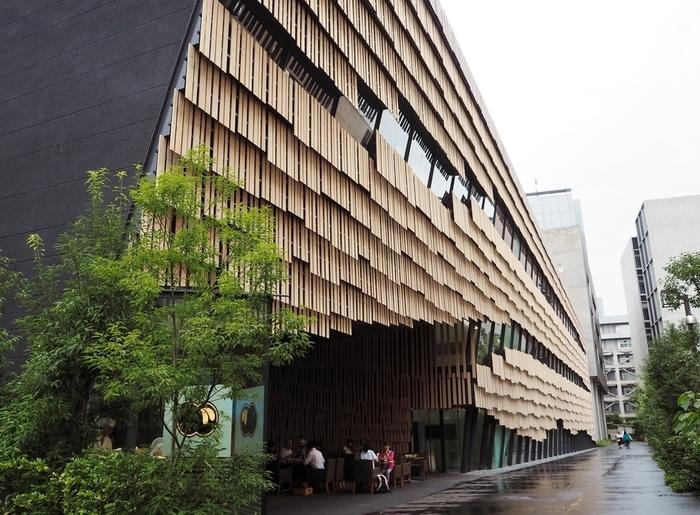 大学が多く、何となく知的なエリアという印象の文京区本郷。予約が取れないお店として有名な和食の名店・くろぎが手掛けるこのお店があるのは、まさかの東京大学のキャンパス内です。