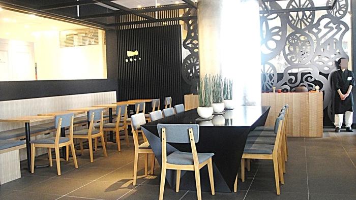 ギャラリーと工房が併設され、ギャラリーでは月替わりの企画展が開催されています。カフェは茶釜もある本格派で、渋谷の一等地にありながらゆったりとくつろげる雰囲気です。