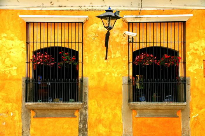 スペインの植民地でもあった「グアテマラ」には、スペイン統治時代を感じさせる建物が数多く残っています。特に、世界遺産の街「アンティグア・グアテマラ」では、コロニアル調の美しい街並みを見ることができますよ。