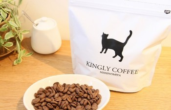 グアテマラのラス・ローサス・デ・オークランド農園の最高品質スペシャルティコーヒーを、中煎りに焙煎しています。味の特徴は、甘みのある酸味とクリーンな後味。かわいい猫のパッケージで、贈り物にもいいですね♪