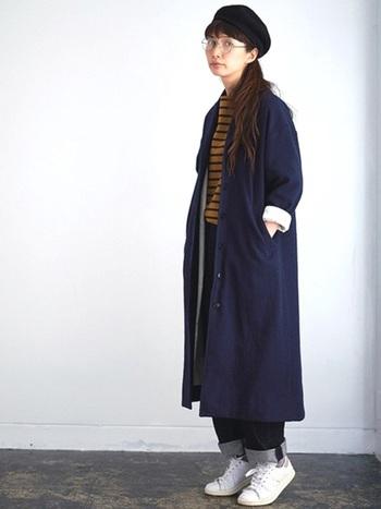 ラフなのにおしゃれに見えるエフォートレスシックなファッションにも良く合います。アウターの袖やパンツの裾をロールアップしてこなれ感もアップ。