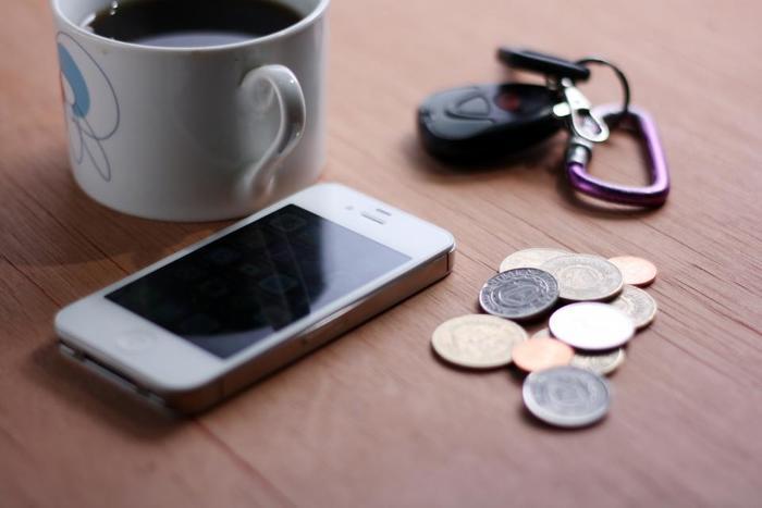 また、洗濯前にポケットを探ると小銭が出てきたり、、なんてことも!自分のものでないと、財布に戻すわけにもいかず、ついついテーブルに放置してしまいがちで困りますよね。