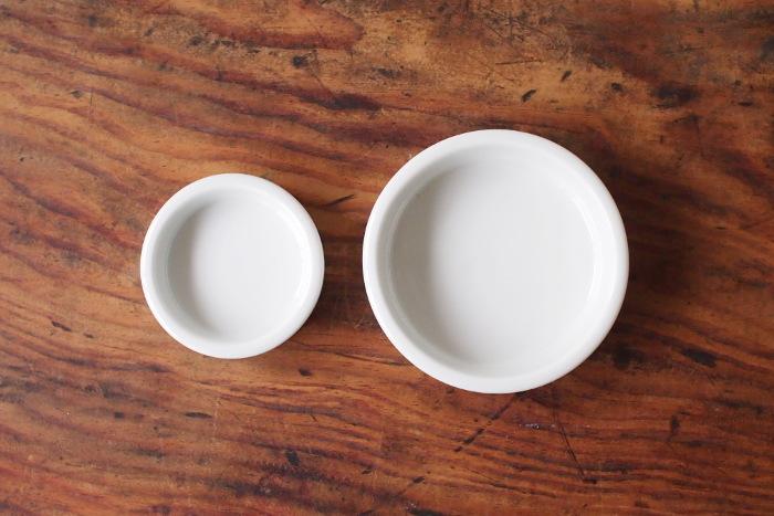 シンプルで清潔感を大切にしたい方は、こちらの白磁のトレイがおすすめ。倉敷意匠オリジナル白磁の道具シリーズのひとつです。